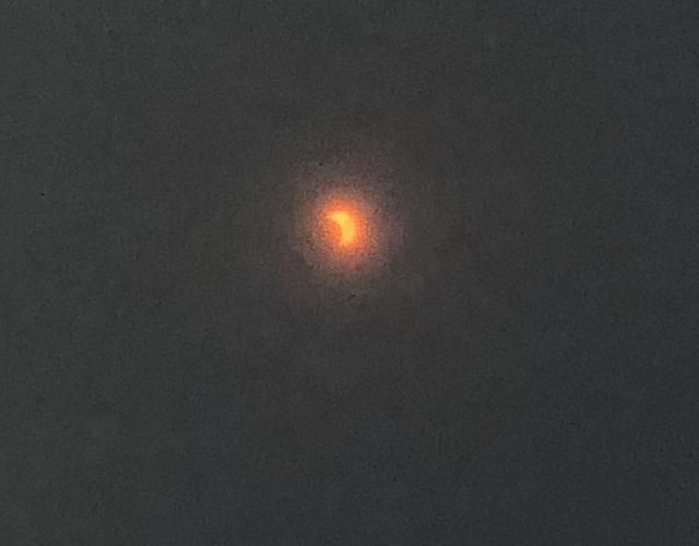 日食を観察した